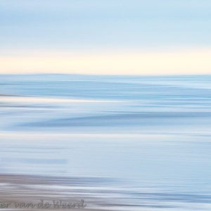 2020-01-04 - Beach Colours - lichtblauw<br/>Strand - Katwijk aan zee - Nederland<br/>Canon EOS 7D Mark II - 100 mm - f/20.0, 1/6 sec, ISO 200